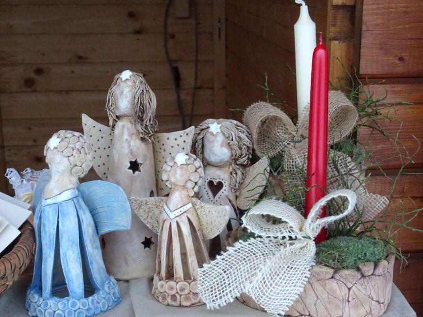 Adventní rozsvěcování vánočního stromu na náměstí, prodej keramiky